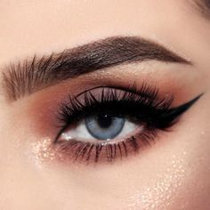 If you have deep set eyes, you are in luck! Read this article and find out the secrets of perfect makeup and get to know which makeup ideas will suit your eyes best! #makeupideas #eyesmakeup