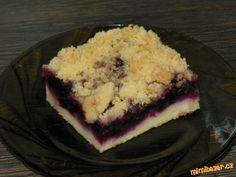 Jogurtový koláč (těsto bez cukru) s jakýmkoliv ovocem a drobenkou