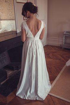 Antonia, notre robe demi-mesure aux manches courtes et au dos en forme de V ⭐️ 👗 @kaacouture 📸 @mariageadeux 💄💇🏼♀️ @_r_arts 👰🏼@jessicoccinelle @sophieardouin 💐 @fleuravi.wedding 👠 @chaussure_danse_et_mariage 📍@domainedevavril #robedemariee #robeblanche #robedemarieedemimesure #larobequejeveux #marobedemariee #myweddingdress #weddingdress #couturierefrancaise #robedemarieefaitemain #handmadeweddingdress #frenchsavoirfaire #savoirfairefrancais #robedemarieeavignon #madeinavignon Arts, Inspiration, White Dress, Dance, Sleeves, Shape, Shoe, Weddings, Biblical Inspiration