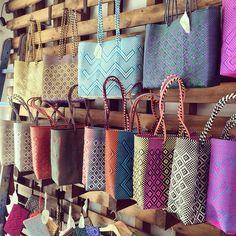 Bolsos mexicanos!!! Ideales para la playa!!!! Curtains, Tote Bag, Bags, Home Decor, Mexicans, Beach, Handbags, Blinds, Carry Bag