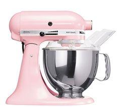 Estoy contento que los invitados den regalos para mi novio y yo. No quiero mucho, pero mi novio y yo necesitamos una kitchen aide.
