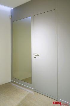 Skryté dvere v drevenom obklade stien so zafrézoným LED svietním/ Hidden door in woodwall with LED light Divider, Doors, Led, Furniture, Home Decor, Decoration Home, Room Decor, Home Furnishings, Home Interior Design