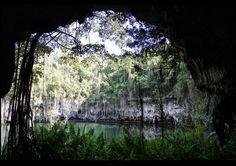 """Caverna de los Tres Ojos - Republica Dominicana. El tercer lago es el mas grande. Es conocido como """"El Lago de Saramago"""". Tiene 150 pies de profundidad y al mismo tiempo se comunica con el océano."""