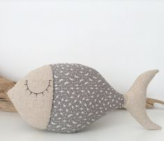 coussin poisson en tissu japonais gris et lin . : Textiles et tapis par lilihouat