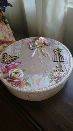 Altered Boxes, Altered Art, Decoupage Box, Arts And Crafts, Diy Crafts, Home Deco, Projects To Try, Shabby Chic, Scrap