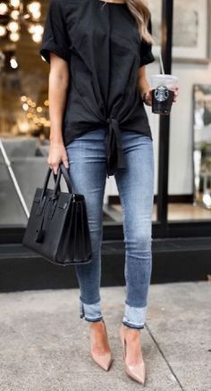 Stylish spring outfit idea with a pair of skinny jeans #womensfashionoutfitsspring