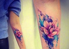 Tatuagem Feminina no Braço   Flor de Lótus Aquarela