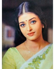 Image may contain: 1 person, closeup Sari Bollywood Padam Ipdiyoru Asatharamana Velaipadugal Athavadhu Ellavelaipadugal Nirainthadhunnu Enakku Aishwarya Rai Naan Brhamanc Aishwarya Rai Makeup, Aishwarya Rai Young, Actress Aishwarya Rai, Aishwarya Rai Bachchan, Bollywood Actress, Bollywood Celebrities, Deepika Padukone, Aishwarya Rai Pictures, Romance Books