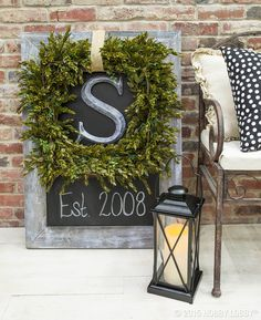 Elegant+Boxwood+Wreath+and+Chalkboard+Placard