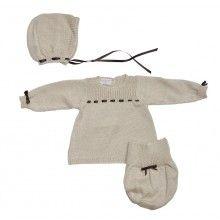 ALMA LLENAS // Conjunto Primera Puesta LUCILA CAPOTA  Conjunto tricot artesanal en primera puesta.      Algodón 100%  Botones de nácar natural  Telas de algodón natural