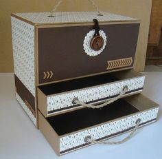 Boite à tiroirs et niche à compartiments faite entièrement en carton (calendriers recyclés) - tutoriel