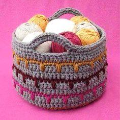 """DIY Panières en laine, trouvées sur la page facebook de """"Yasmeen 's Crochet Brand"""", avec son pas à pas en image. (http://crochet-gratuits.overblog.com/2016/07/panieres-en-laine-avec-un-pas-a-pas-en-images.html)"""