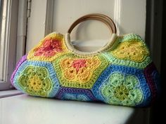 Ravelry: babyykaz's Rainbow African Flower Bag. I'm loving the African Flower. Scroll down and she shows you how she laid the pattern out.