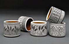 Glazes For Pottery, Pottery Mugs, Ceramic Pottery, Pottery Art, Pottery Painting Designs, Pottery Designs, Ceramic Birds, Ceramic Cups, Bordado Popular