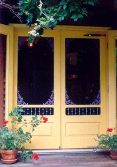 love these double screen doors Double Screen Doors, Double Storm Doors, Vintage Screen Doors, French Doors With Screens, Old French Doors, Wood Screen Door, Double Doors Exterior, French Doors Patio, Vintage Doors