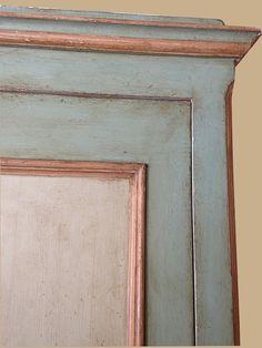 Riproduzione di una porta del '700 di area Italia centrale, laccata con tecniche tradizionali a due colori, con cornici color ocra