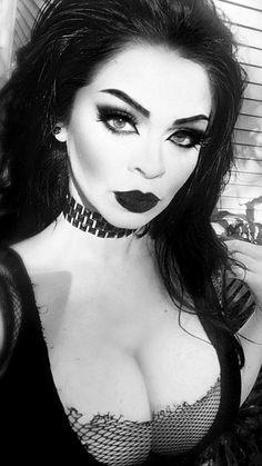 Vampire fashion gothic beauty _ vampir mode gothic schönheit _ vampire mode gothique beauté _ vampiro moda gótica belleza _ vampire fashion gothic beauty, victorian gothic beauty, ghotic gothic beauty, gothic beauty and the beast Gothic Girls, Hot Goth Girls, Goth Beauty, Dark Beauty, Gothic Steampunk, Victorian Gothic, Gothic Chic, Victorian Bedroom, Steampunk Clothing