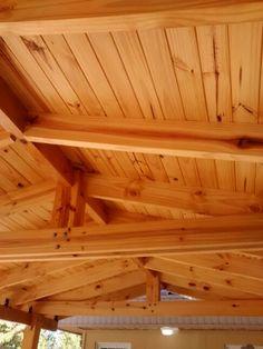 Garage, madera de pino protegida con Xylasol roble claro.  by Fabián Verni