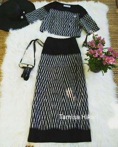 By Tamisa Hikari Line ID : tamisa_hikari - tamisa_hikari Thai Fashion, Womens Fashion, Modern Outfits, Cool Outfits, Thai Dress, Dress Sewing Patterns, Indian Designer Wear, International Fashion, Simple Dresses