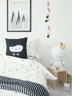 TRICKY TRIANGLES DUVET SET with MR FRANKIE