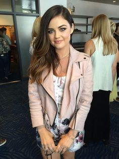 Lucy Hale looks stunning, backstage at the ‪ I love this look! Grunge Look, 90s Grunge, Grunge Style, Grunge Outfits, Soft Grunge, Pretty Little Liars Aria, Pretty Little Liars Fashion, Pretty Little Lairs, Gossip Girl