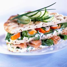 Découvrez la recette du sandwich original saumon fumé et surimi