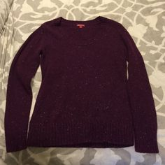 """Wine colored Merona scoop neck sweater Wine colored speckled Merona sweater in M. Some pilling and priced accordingly. Approx 26"""" from shoulder to bottom. 70% acrylic and 30% wool. Great with jeans! Merona Sweaters Crew & Scoop Necks"""