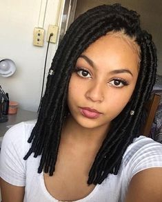 Faux locs have quickly become one of the most popular protective styles out there. While many women opt for longer lengths, short faux locs are just as chic. Faux Locs Hairstyles, Crochet Braids Hairstyles, African Hairstyles, Protective Hairstyles, Protective Styles, Hairstyles Pictures, Hairstyles 2018, Medium Hairstyles, New Hair
