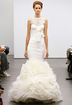 colorful down-this-aisle: Vera Wang Classic White Fall 2013 retro wedding dress. major ruffles on this Vera Wang gown. Vera Wang Wedding Gowns, Vera Wang Bridal, Wedding Dress 2013, Amazing Wedding Dress, Fall Wedding Dresses, Designer Wedding Dresses, Gown Photos, Bridal Fashion Week, Marchesa