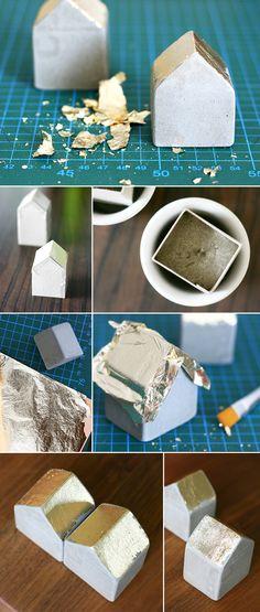 Ich hab im Netz eine ganze tolle Anleitung für diese Betonhäuschen gefunden und dann einfach noch etwas Blattmetall hinzugefügt.