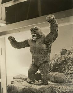 A rare KING KONG production still. 1933 Classic Horror Movies, Classic Films, King Kong Skull Island, King Kong 1933, King Kong Vs Godzilla, Famous Monsters, Real Monsters, Merian, Classic Monsters