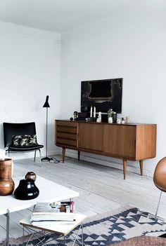 Funkis with cozy - Housing - ALT.dk # living room interior Funkis with cozy . Funkis with cozy - Housing - ALT. Living Room Grey, Home Living Room, Living Room Decor, Teak Furniture, Furniture Design, Friends Apartment, Room Interior, Interior Design, Design Interiors