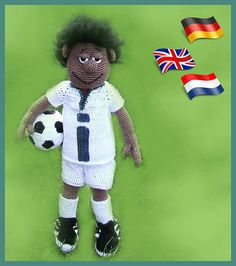 Soccer player Simmon * Simple pattern if you know how to crochet Magic Ring, chain , slip stitch, single crochet, half double crochet and double crochet. * This manual is available in English, Dutch and German. *Simmon is 45 cm (hook size 3). * The manual is very detailed and contains