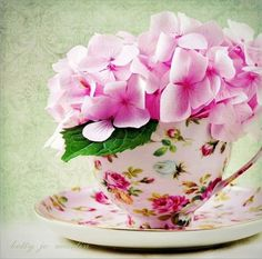 Floral tea cup and a pink hydrangea Teacup Flowers, Pink Flowers, Flower Tea, Flowers Vase, Vintage Flowers, Vintage Floral, Deco Floral, Arte Floral, Vintage China