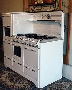O'Keefe & Merritt Aristocrat King Of Gas Ranges 6 Burner Double Oven Double Broiler with warming oven & GRIDDLE *** i have stove lust*** Antique Kitchen Stoves, Vintage Kitchen Appliances, Antique Stove, Old Kitchen, Kitchen Pantry, Home Appliances, 1930s Kitchen, Kitchen Dishes, Old Stove