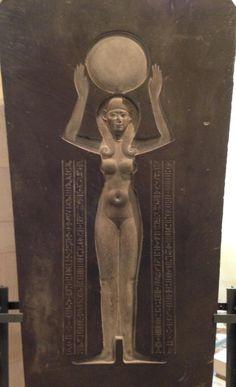 @michaelbourgatt @scribeaccroupi toute la section Egypto du @MuseeLouvre a les bras remplis de cadeaux pour l'occas.