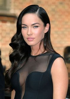 Ever since she appeared in Transformers in Megan Fox has become one of the most well known young actresses in the world as well as bei. Megan Fox Sexy, Megan Fox 2009, Megan Denise Fox, Beautiful Celebrities, Most Beautiful Women, Beautiful People, Pretty People, Pin Up Hair, Fair Skin