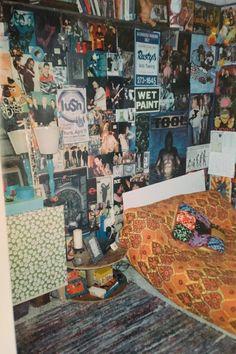 Indie Room Decor, Aesthetic Room Decor, Retro Room, Vintage Room, Room Design Bedroom, Room Ideas Bedroom, Bedroom Decor, Awesome Bedrooms, Cool Rooms