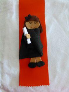 Resultado de imagem para exemplos de fitas finalistas Nova, Ideas, Hands On Activities, Painting On Fabric, Creative Ideas, Crafts, Dolls, Drawings, Dressmaking