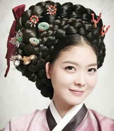 Hairstyle for 한복 Hanbok / Traditional Korean clothes Traditional Hairstyle, Korean Traditional Dress, Traditional Fashion, Traditional Dresses, Traditional Japanese, Korean Hanbok, Korean Dress, Korean Outfits, Korean Clothes