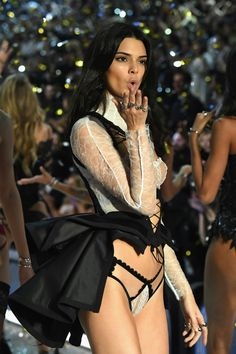 Kendall Jenner at the Victoria's Secret Fashion Show | @nickibryson