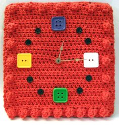 crochet wall clock by KendraFayeKnits-  not on her etsy site, so for inspiration only!
