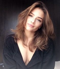 Here are the 100 best hair trends for the year In this gallery you will find hairstyles for all seasons. These hairstyles are ranging from the sleek to chic, easy to do to messy ones. No matter what you are wearing, for a women her hairstyle is the m Curled Hairstyles For Medium Hair, Cool Hairstyles, Hairstyles 2016, Medium Hair Styles, Curly Hair Styles, Hair Medium, Tips Belleza, Ombre Hair, Hair Lengths