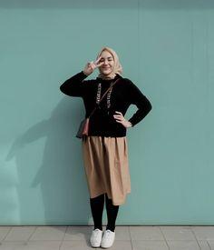 - Masih edisi foto lama 😂🤟 Still an old photo edition 😂🤟 Modern Hijab Fashion, Street Hijab Fashion, Hijab Fashion Inspiration, Muslim Fashion, Skirt Fashion, Korean Fashion, Fashion Outfits, Casual Hijab Outfit, Ootd Hijab