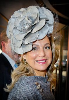 Queen Máxima of the Netherlands wears a full blown cabbage rose fascinator in pearl gray in Seoul, Korea Nov 2014 Nassau, Royal Dutch, Fascinator Hats, Fascinators, Headpieces, Royal Queen, Cocktail Hat, Royal Fashion, Steampunk Fashion