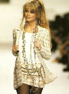 "evoluciondlamoda: ""Claudia Schiffer fotografiada en la pasarela de Chanel. """