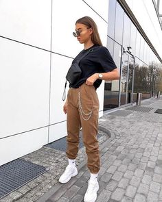 Chain Jogger Trousers Camel Brown camel brown jogger style t High School Outfits Brown Camel CHAIN jogger style Trousers Chill Outfits, Cute Casual Outfits, Retro Outfits, Mode Outfits, Stylish Outfits, Summer Outfits, Simple Winter Outfits, Cute Nike Outfits, Tomboy Outfits