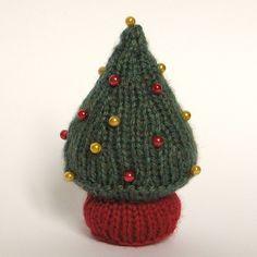 Free Knitting Pattern: Christmas Tree