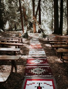 This Summer Camp-Themed Wedding in the Woods of Big Bear is Filled with DIY Elements - Green Wedding Shoes Diese Sommer-Camp-Hochzeit im Wald von Big Bear Camp Wedding, Dream Wedding, Camping Wedding Theme, Summer Wedding, Wedding Set, Wood Themed Wedding, Campground Wedding, Camping Theme, Wedding Album