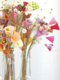 https://flic.kr/p/7fns7n | BuqUês | 3 dúzias + algumas sempre vivas = garrafa com flores
